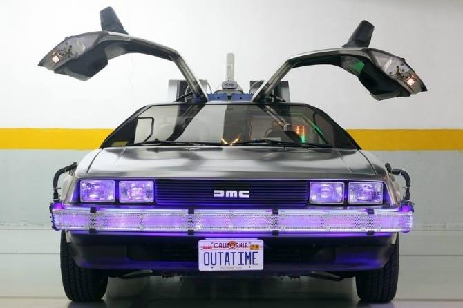 """Da série """"De volta para o Futuro"""", no presente! Com vocês, o DeLorean DMC-12."""