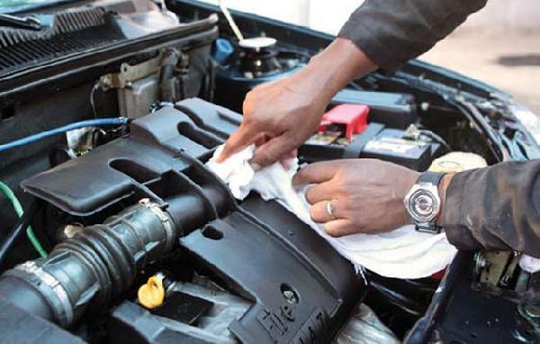 Limpeza do motor do carro