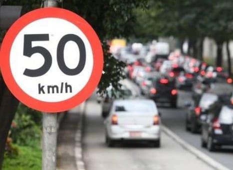 Reduzida a velocidade na rua da Consolação