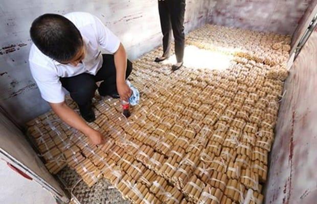 Com milhares de moedas, carro de luxo é comprado por Chinês!