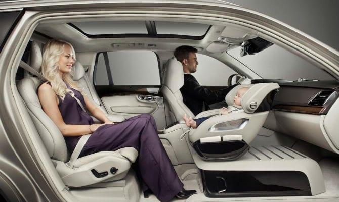 """Volvo desenvolve """"cadeirinha do futuro"""" para transportar bebês com maior conforto e segurança"""