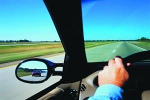 """Não importa se você é um iniciante ou um motorista experiente, uma das frases que mais vai ouvir durante toda sua vida é que, no trânsito """"você tem que dirigir para você e para os outros"""""""