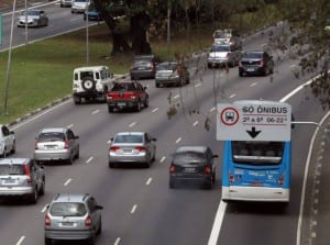 Haddad quer avenidas a 50 km por hora até dezembro.