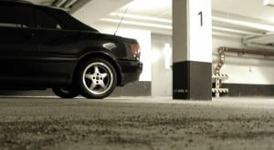 De segunda a sexta, ele fica esquecido na garagem, mas é só o fim de semana chegar para o possante ganhar as ruas. Saiba os cuidados que se deve ter com o carro nessas situações.