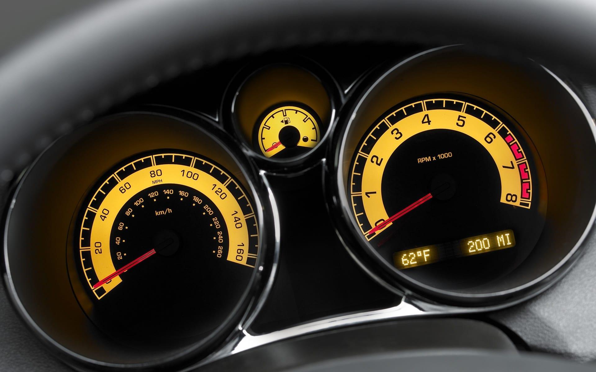 Saiba decifrar as luzes do painel de controle do carro