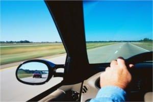 Ajuste os retrovisores de maneira correta e evite sustos no trânsito.