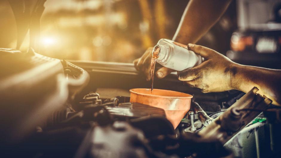 Óleo lubrificante: trocar o óleo no prazo adequado garante a durabilidade do motor
